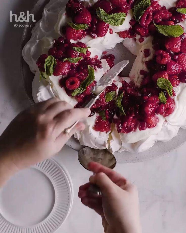 Guirnalda navideña de merengue, Cheesecake navideño, pionono relleno de dulce de leche & torta negra. Disfruta de ésta y otras recetas en Discovery.com Home Health, Fall Recipes, Muffin, Coconut, Kawaii, Sweets, Healthy, Desserts, Ideas
