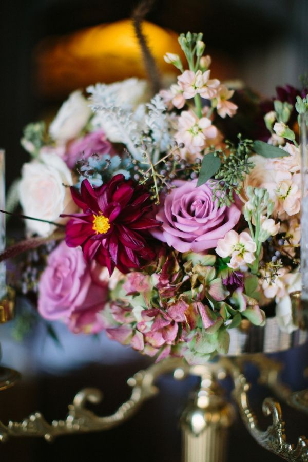 artichokes and flower centerpiece | centrotavola di fiori e carciofi | for more ideas: http://theproposalwedding.blogspot.it/2013/10/grigio-blu-rosso-e-carciofi.html
