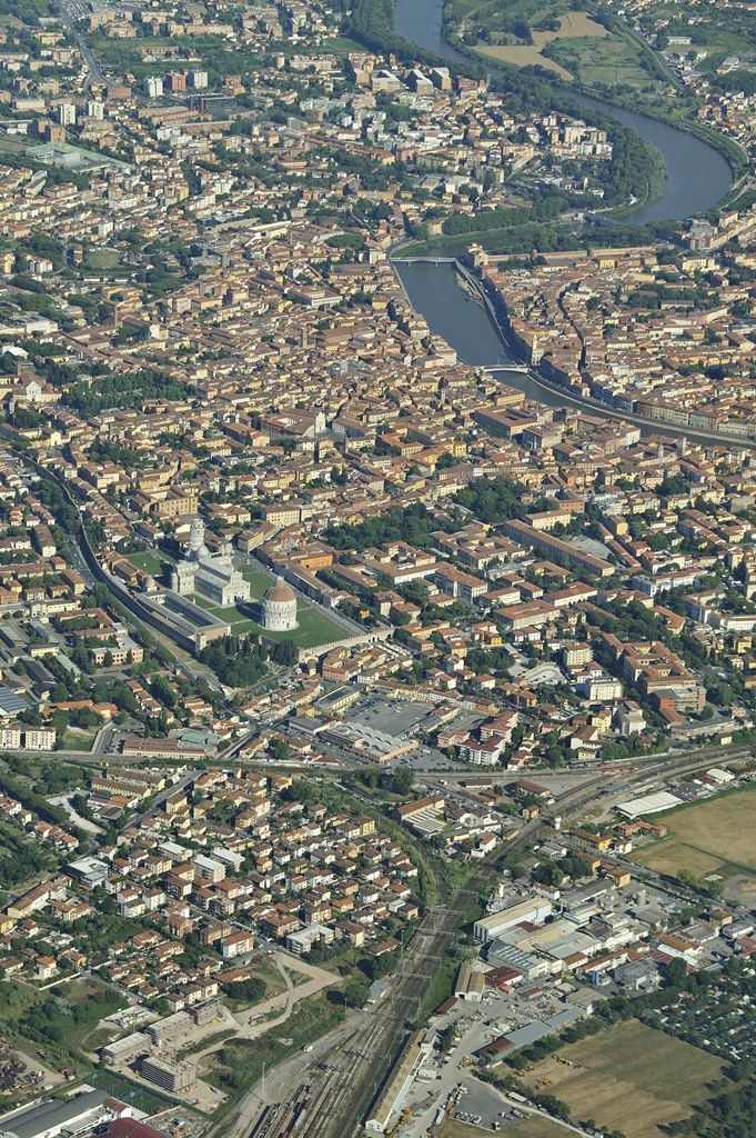 Φωτογραφίζοντας πάνω απο την πόλη της Πίζας