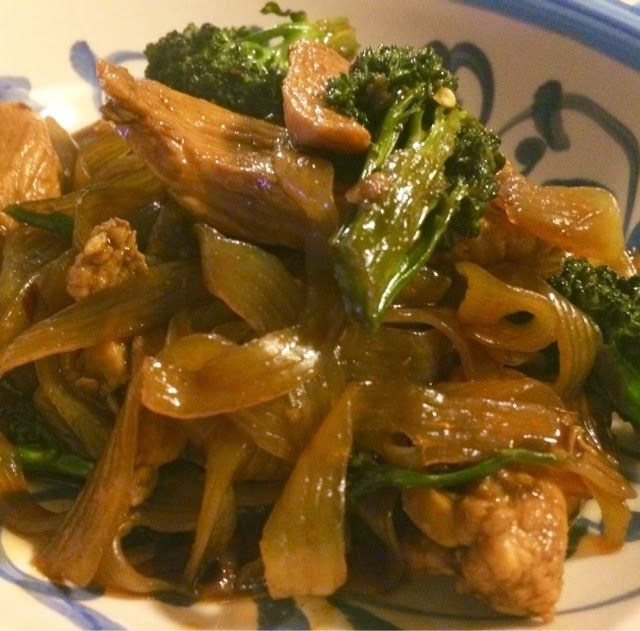 Kris' Kitchen: The Culinary Journey of Koko B.: Chicken and broccolini noodle stir fry