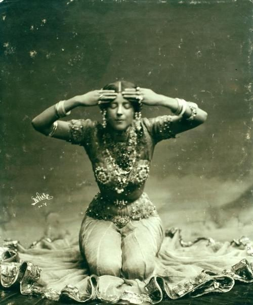 Ruth St. Denis in first costume for Radha in 1904