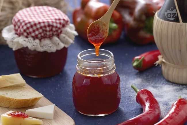 La marmellata di peperoncini è una tipica preparazione della Calabria, dove il peperoncino è di casa e la gastronomia locale se ne avvale ampiamente.