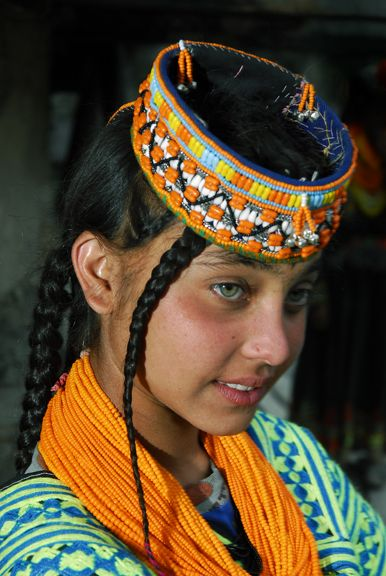 Is there anyother region in the world(excepting europe)that people are light eyed? Kalash girl Afganistán