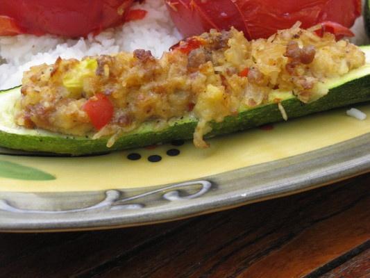 Stuffed baked zuchini. Recipe on http://www.celinescuisine.com/?p=1343