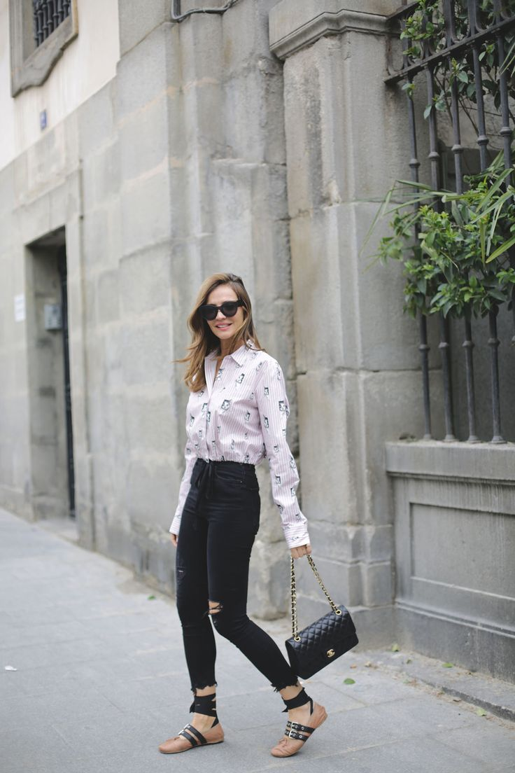Kitten print looks - Lady Addict. Pink and black striped cat print cropped blouse+black ripped cropped skinny jeans+blush lace-up ballerinas+ black Channel chain shoulder bag+black sunglassel. Spring Casual Outfit 2017