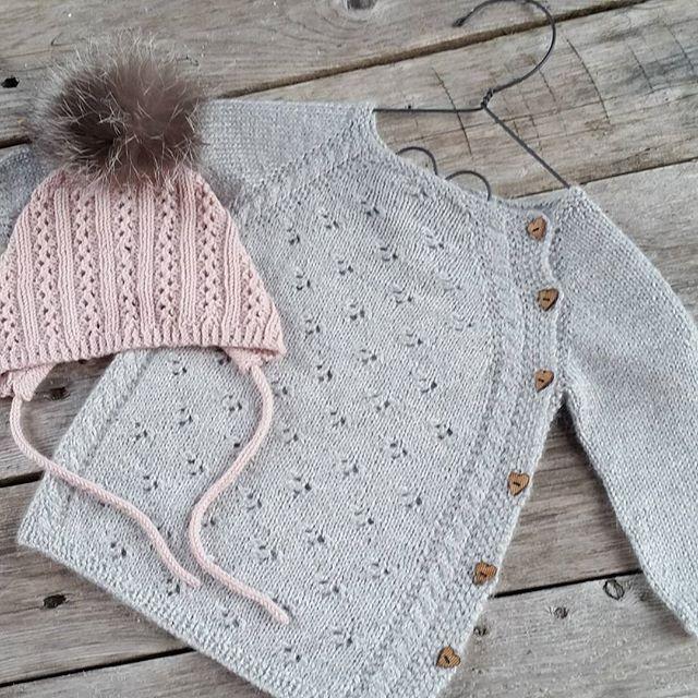 #nyfødtbody som ble jakke #babystrikk #klompelompe #dustorealpakka #babysilk #strikkedilla #knitforkids #strikk #strikking #strikket #strikke #sticka #strik #stricken #babymote #ministil #itsybitsyknits #i_loveknitting #knitting_inspiration #knit #knitting #knitted # #instaknit #knittersofinstagram #følgstrikkere #knitstagram #handmade #jentestrikk #knittinginspiration #knitspiration