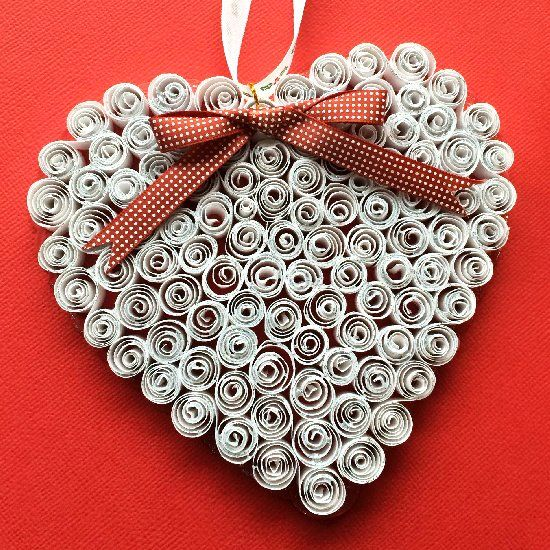 This quilling ornament is perfect for windows display or just in christmas tree.
