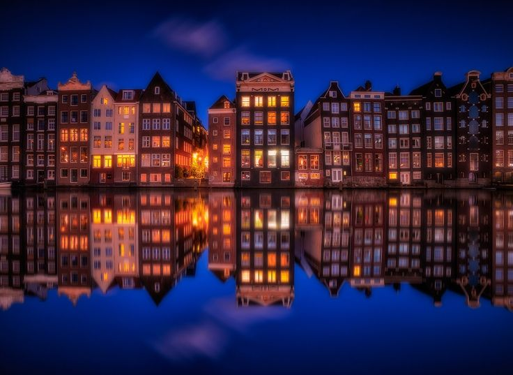 ...amsterdam II... - classic amsterdam by night or windows 2016... it was really hard to get this photo because of security...  All images are © copyright roblfc1892 - roberto pavic. You may NOT use, replicate, manipulate, or modify this image. roblfc1892 - roberto pavic © All Rights Reserved