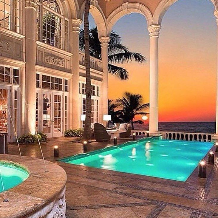 Beautiful places fabulous views!  #theexecutivegiftbagcompany #gift #expensive #flyingprivate #flying #life #living#lavish #bentley #miami #money #mansion#millionaire #billionaire#newyork #like #follow #workhard#mcclaren #rollsroyce #rolex #i8 #weekend#maybach #trend #house #dreams #hublot#rangerover  Via: @blackcard_living