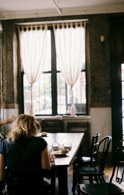 talon keittiö (lisää vain pieni pöytä tuohon ikkunan eteen)  writing the c