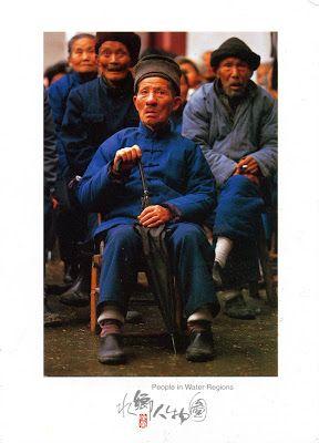 CHINA (Anhui) - Watching a performance
