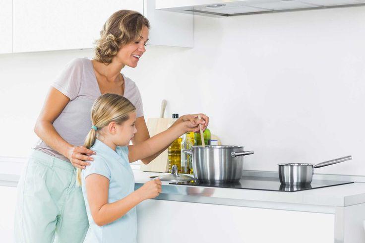 Los niños que ayudan a cocinar comen más sano
