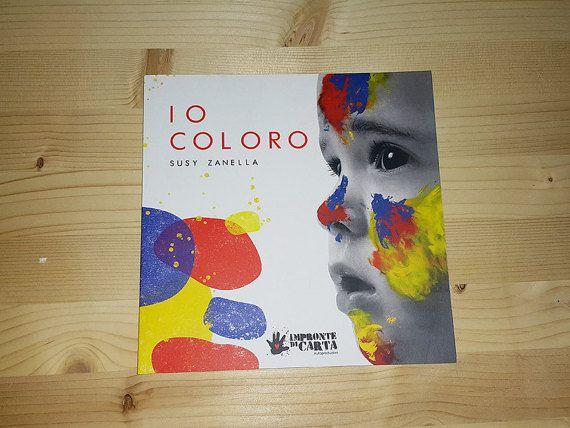 """Quando sento dire a un bambino: """"Stai attento, non devi colorare fuori dalle righe!"""" è un'affermazione che non mi piace moltissimo, così è nato questo mio progetto, dedicato soprattutto a chi ama colorare fuori dalle righe, a chi desidera insegnare ai bambini a colorare oltre ogni confine.Tutto nasce da una goccia di colore che per sbaglio cade su un piedino e da qui inizia un incredibile viaggio."""