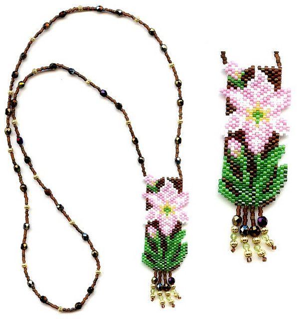 Amaryllis Beaded Necklace