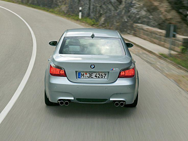 Gentil BMW M5 E60 (2004)