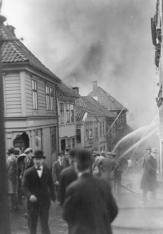 [Brann på Nøstet 16. mai 1930] fra marcus.uib.no