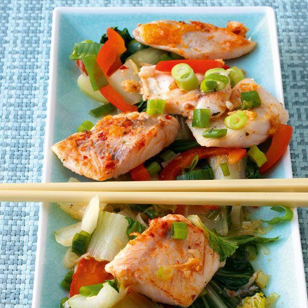 Asiatische Fischpfanne mit Viktoriabarsch und Pak Soi