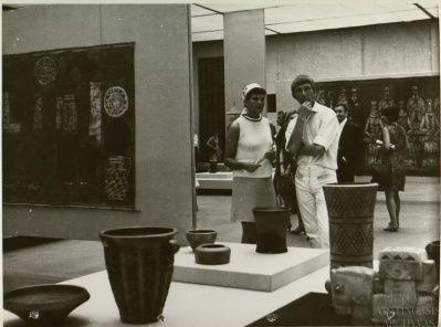 Respublikinė taikomosios dailės paroda. Vilnius, 1968 m. Fotografas Arnoldas Barysas. Fotonuotrauka. LYA, f. 1771, ap. 278, b. 577, l. 21.