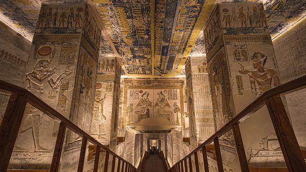 Cesta do nitra hrobky Ramesse VI. může působit trochu depresivně...
