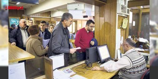 Yapılandırma mesaisi : Maliye Bakanı Naci Ağbalın Arkadaşlara Kuyruğa giren hiçbir vatandaş isterse saat 24.00ü geçsin o vergi dairesinden boş dönmeyecek talimatını verdim. sözlerinin ardından İstanbuldaki vergi dairelerinde oluşan yoğunluk gece de devam etti.Yapılandırdıkları borçlarının ilk taksidini yatırma...  http://www.haberdex.com/ekonomi/Yapilandirma-mesaisi/106777?kaynak=feed #Ekonomi   #vergi #İstanbul #dairelerinde #ardın #verdim