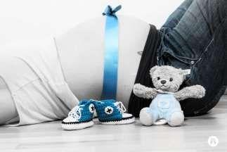 Schwangerschaftsbilder - Schwangerschaft Fotoshooting - Studio - Allgäu - Fotostudio Designerweise