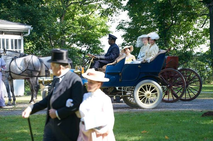 The bride, Elizabeth Cummersworth (Leslie Hope), and lady-of-honour Judith Baxter (Mimi Kuzyk) arrive for the wedding in a carriage driven by Samuel Birkett (Richard Stewart).