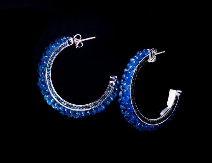 Anemone Earrings - #digregorio_milano #digregoriogioielli_milano #whitegold #briolettesapphires #sapphires #blue #sea #anemone #earrings #jewel #jewellery #finejewellery #luxury