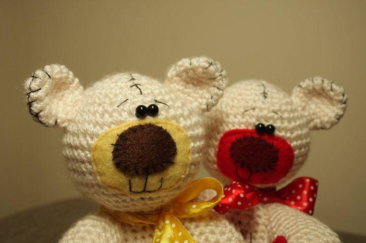 Sweet crochet teddy bears :)