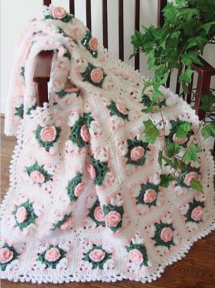 Pembe çiçekli el örgüsü bebek battaniye modeli