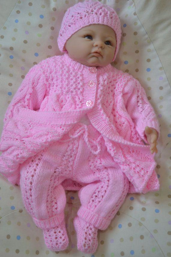 Nouveau-né Matinee Layette 4 Piece Set en rose ou convient à un 18-20 pouces Reborn Baby Doll prêt à être livré