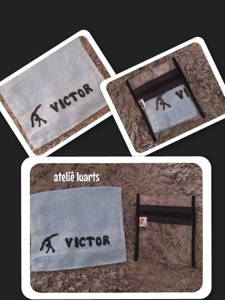 Kit toalhinha personalizada + necessaire plástico transparente <br>para ser colocado kit higiene, para homens
