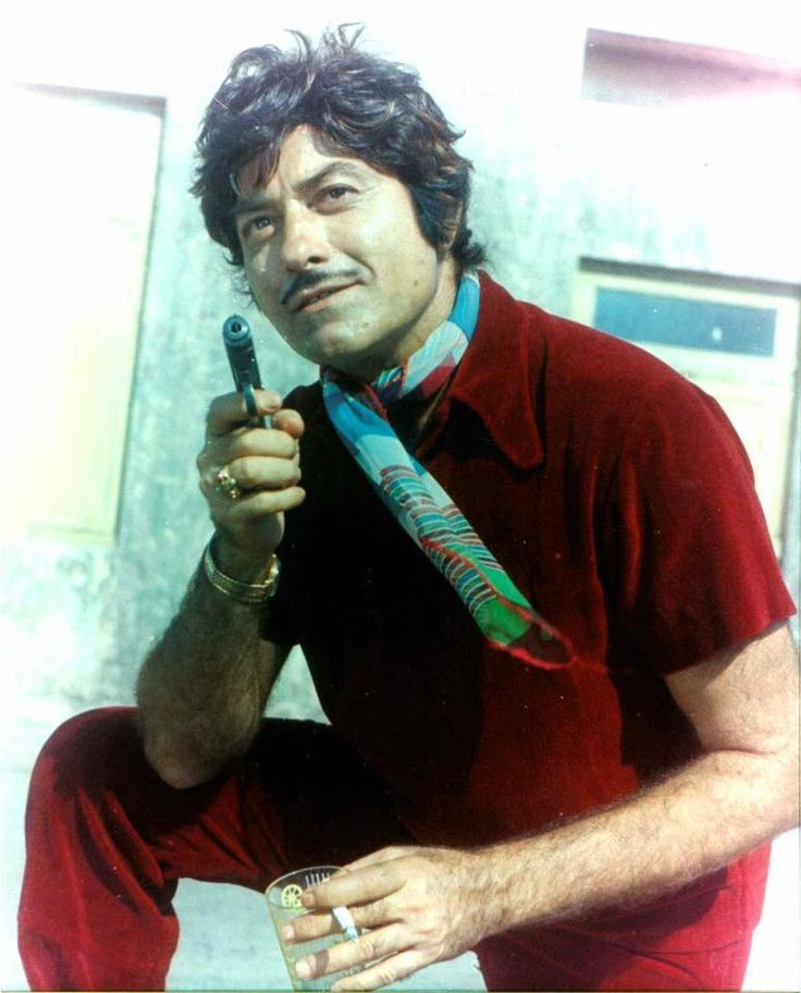 Starting out as a police inspector attached to the Mahim police station in Bombay during the 40s, Raaj Kumar went on to become a fascinating actor known for his unique drawl and dialogue delivery. An...