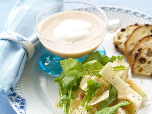 桃とルッコラとブラックペッパーのサラダ&桃の冷製スープ