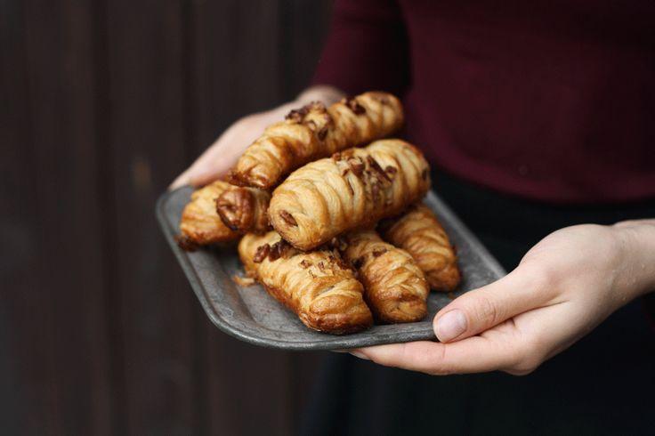 Jensi topředstavte. Křehké máslové listové těsto naplněné medem akřupavými pekanovými ořechy.