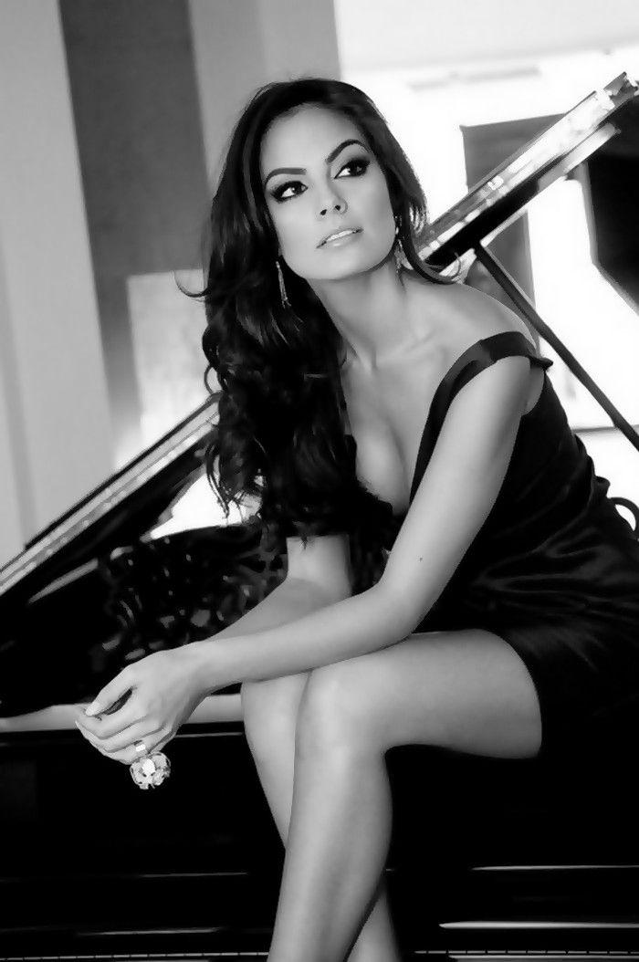 Jimena Navarrete Rosete - Mexican model, actress and winner of Miss Universe 2010