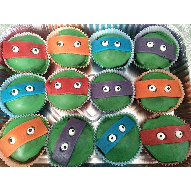 Så er ninja turtles muffins færdige til David kan dele dem ud i morgen i børnehaven  det er ikke sådan når man bliver 4 år i morgen og hans mor også har syet en ninja turtles bluse som han også skal have på  #muffins #børnefødselsdag #ninjaturtles #4årsfødselsdag #drengefødselsdag