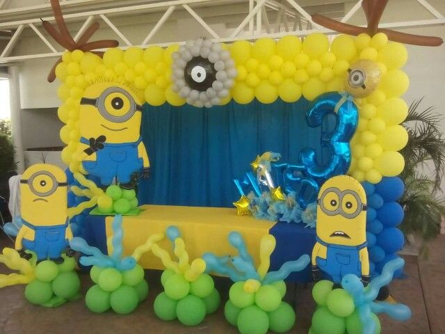 Minios arch #balloon #decoration #minios