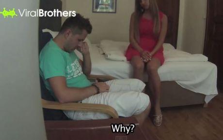 Man vertelt aan vriendin dat minnares zwanger is