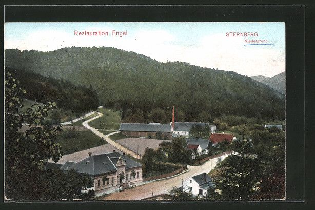 old postcard: AK Sternberg-Niedergrund, Ortspartie mit Gasthaus Engel