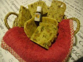 Jabón casero hecho con aceite de arbol de te. Antiseptico, contra piojos