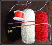 Was ihr braucht:  3 Farben (ich habe Schachenmayr Bravo verwendet)  1 Tunesische Häkelnadel Nr. 4,0  1 Häkelnadel Nr. 3,5  3 Knöpfe (Licht...