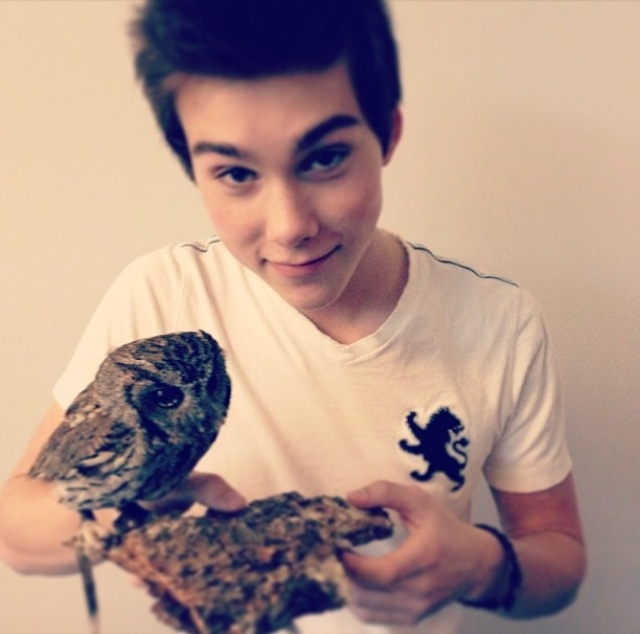 Jeremy Shada plus an owl. AAAAAA
