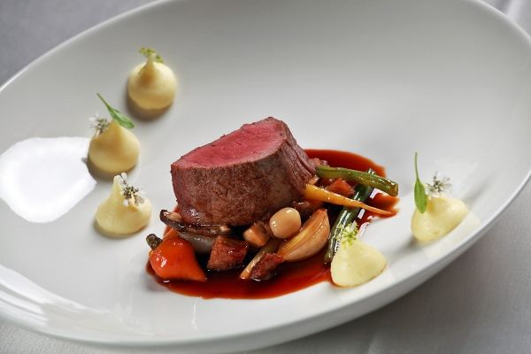Beef tenderloin with red wine sauce and vegetables