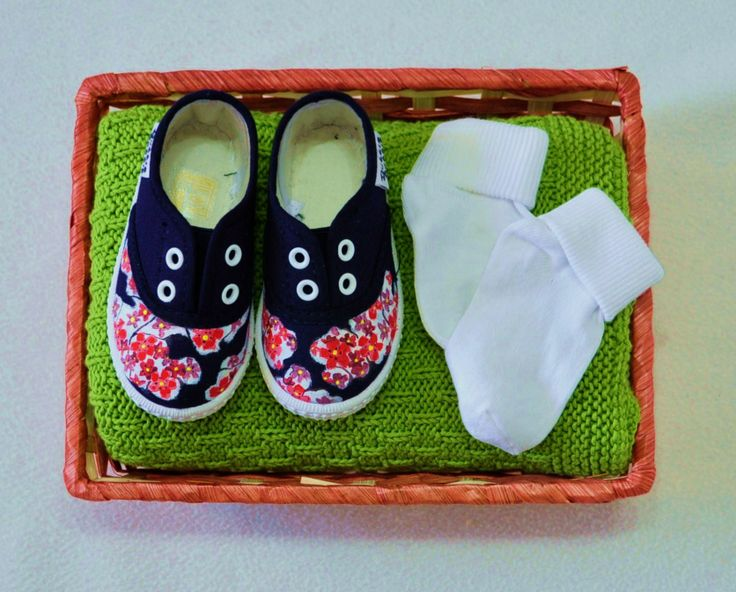 Canastilla nº 3: Zapatillas+mantita+calcetines+cesta.