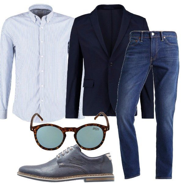 Jeans modello slim fit, eventualmente ben indossabili anche con risvolto alla caviglia, li ho abbinati ad una camicia a manica lunga, vestibilità normale, con bottoni e fantasia a righe e ad una giacca blu avvitata, con collo a bavero. Come scarpe delle stringate in pelle e tessuto e, per concludere, un paio di occhiali da sole a forma ovale con lenti colorate.