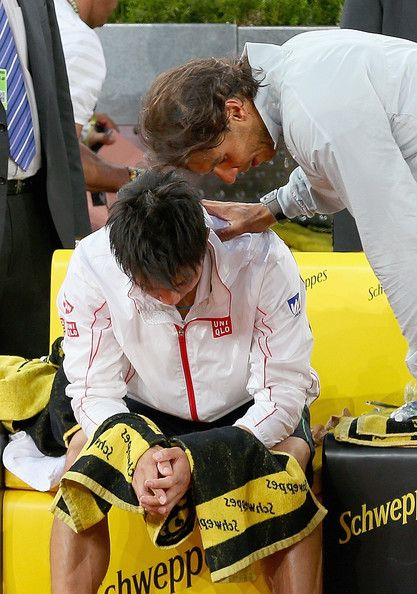 Rafael, ever the concerned gentleman checking on Kei's health status after the match. This is not contrived, this is an honest & humbling show of compassion from one athlete to another. Best wishes to Kei for a complete recovery~