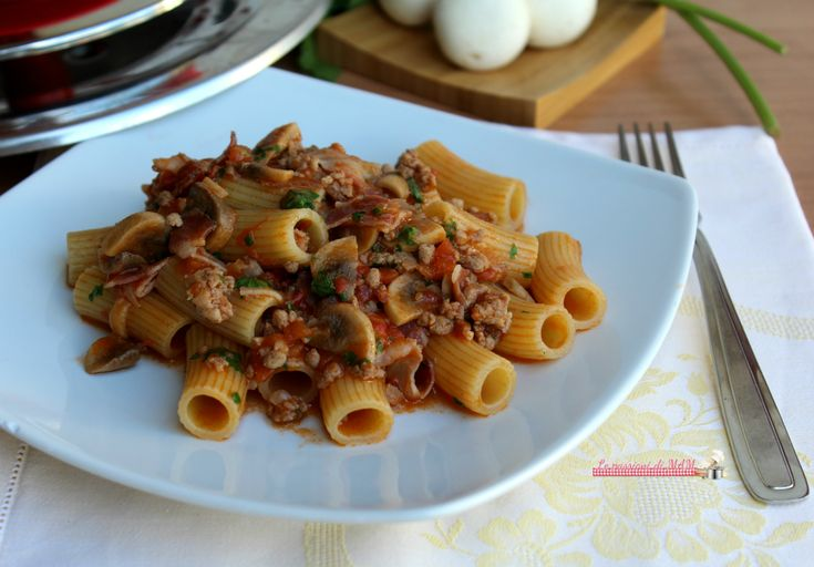 Pasta con ragù funghi e pancetta con magic Cooker