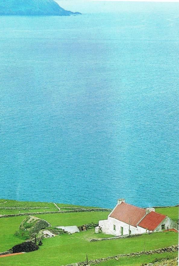 Traditional Irish Cottage: Beautiful House, Bolus Head, Cliff Cottages, Beautiful Scenery, Irish Cottages, Beautiful Places, Kerry Ireland, Cottages Life, Celtic Dreams