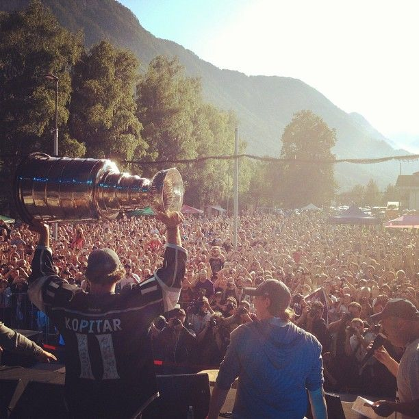 Kopitar and the Cup draw quite the crowd.
