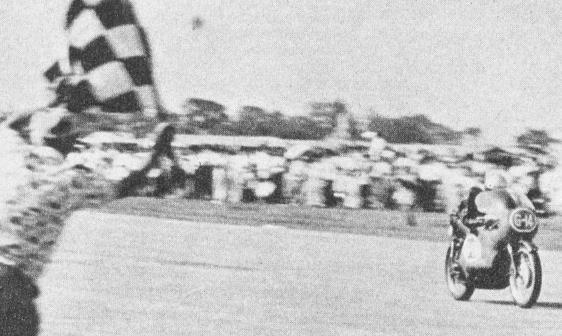 日本選手権125cc:優勝の鈴木誠一(城北ライダース スズキ RT61 ワークスマシン)